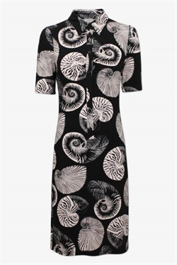 Baum und Pferdgarten Kjole - Jordana Dress, Black Shell Wallpaper